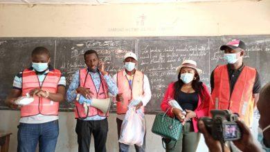 Photo of Lubumbashi : Lutte contre la Covid-19 : la C.M.C.A dans les écoles et points chauds de la ville pour sensibiliser sur le respect des mesures barrières