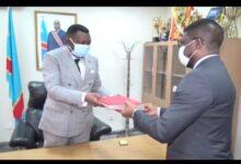 Photo of RDC : Remise et reprise au ministère des Sports et loisirs, Amos Mbayo cède le fauteuil à Serge Khonde